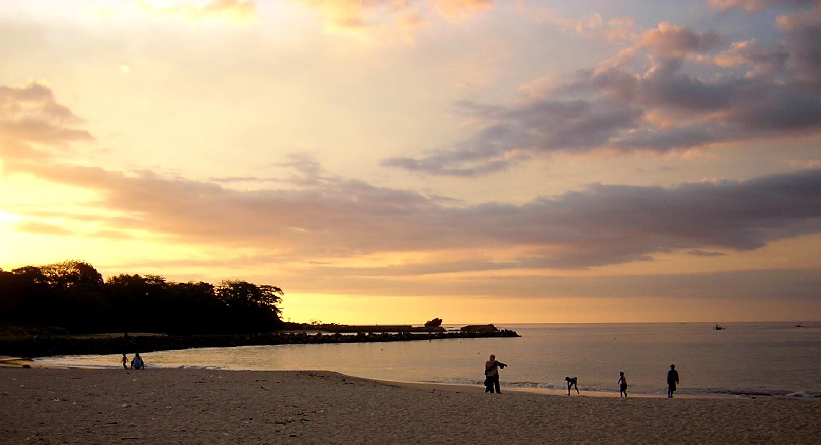 2. Pantai Santolo