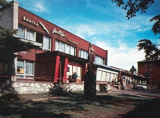 """1980-е годы. Рига. Торговый центр и столовая """"Балтия"""" (1961) микрорайона Агенскалнские сосны"""