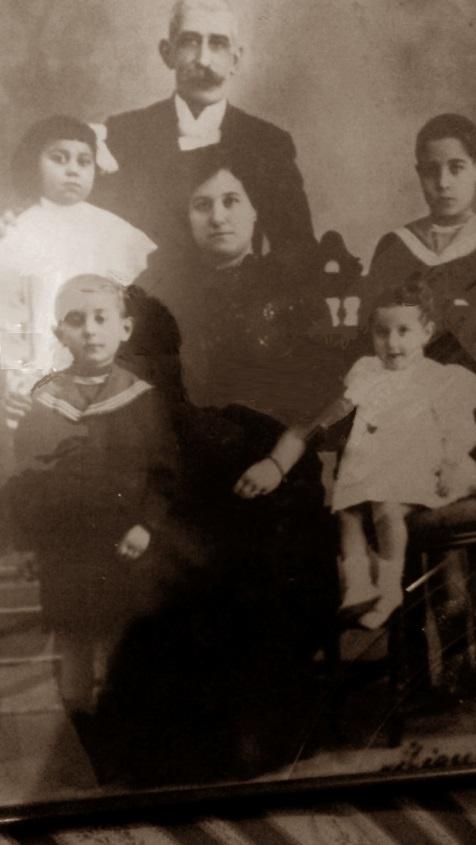 Juan Capó González con su familia, 1911 o 1912