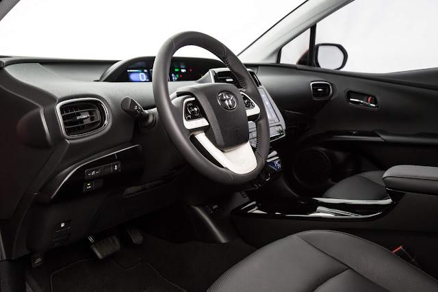 novo Toyota Prius 2017 - interior