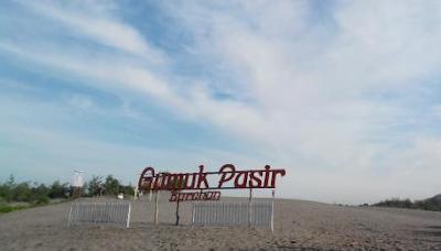 Siapa yang paling siap bermain pasir di wisata Gumuk Pasir harga tiket masuk wisata ekstrem