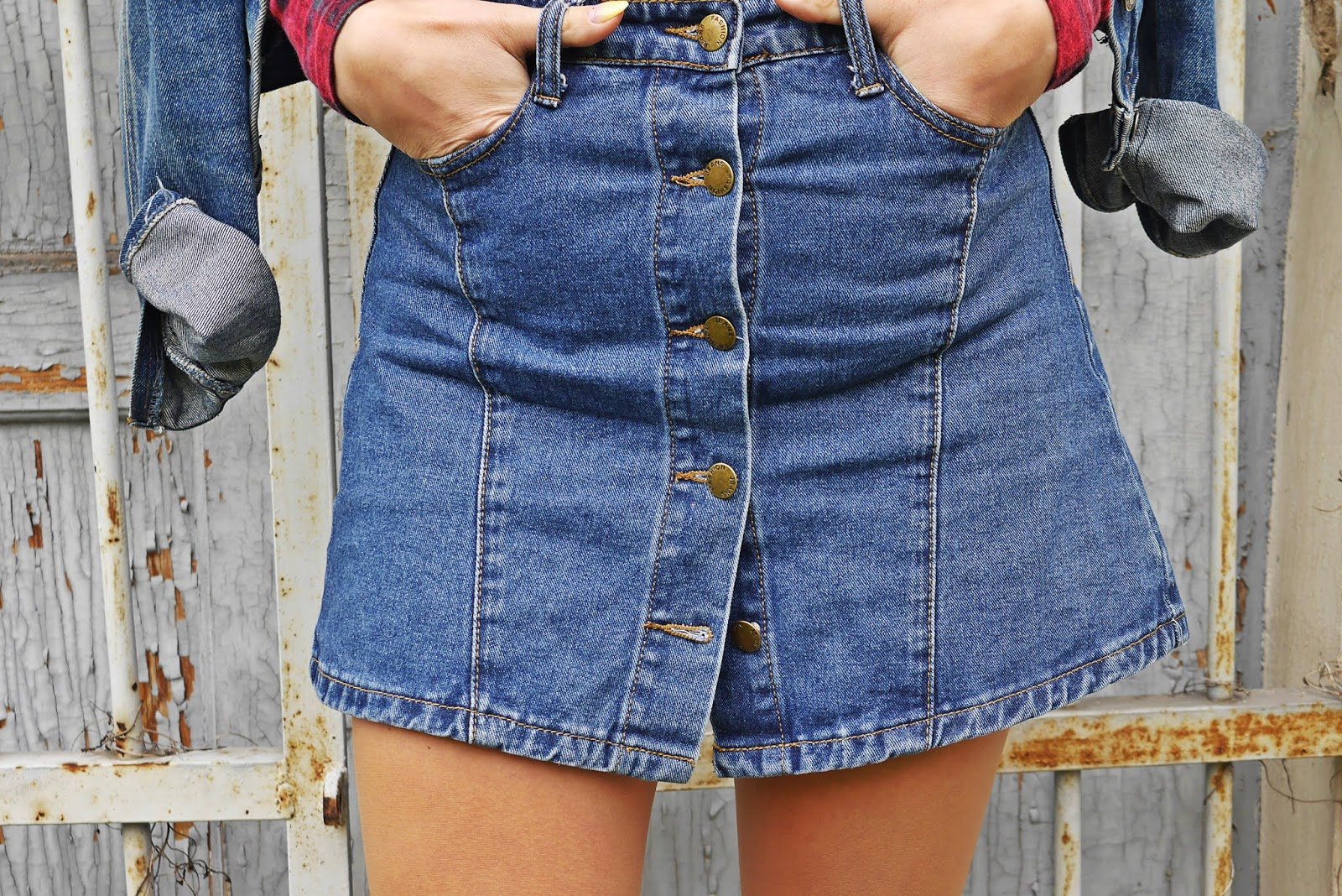pin pearl denim skirt crop top socks shoes outfit look fashion blogger karyn