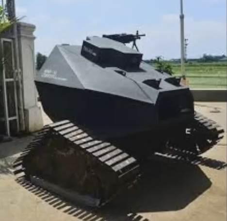 Gambar robot war-v1 yang merupakan tank tanpa awak buatan Indonesia