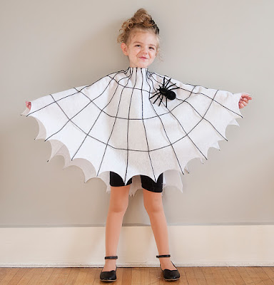 http://prettyplainjanes.com/2015/10/08/easy-diy-spider-and-spider-web-costumes/