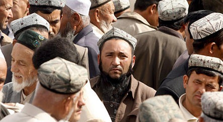 Uighur: Kamu Seharusnya Lepas Kerudung Bu?