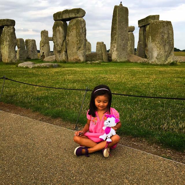 Siaomimi | Cienta | Stonehenge |  England | Chichi Mary Blog