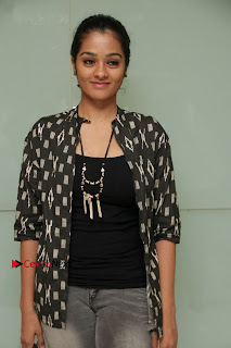 Tamil Actress athrie Shankar Pos in Jeans at Maanagaram Premiere Show  0006.jpg