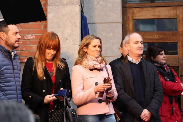 La alcaldesa, antes de ocupar el cargo, con el entonces alcalde, Alfonso García, en el aniversario de la casa de cultura de Cruces
