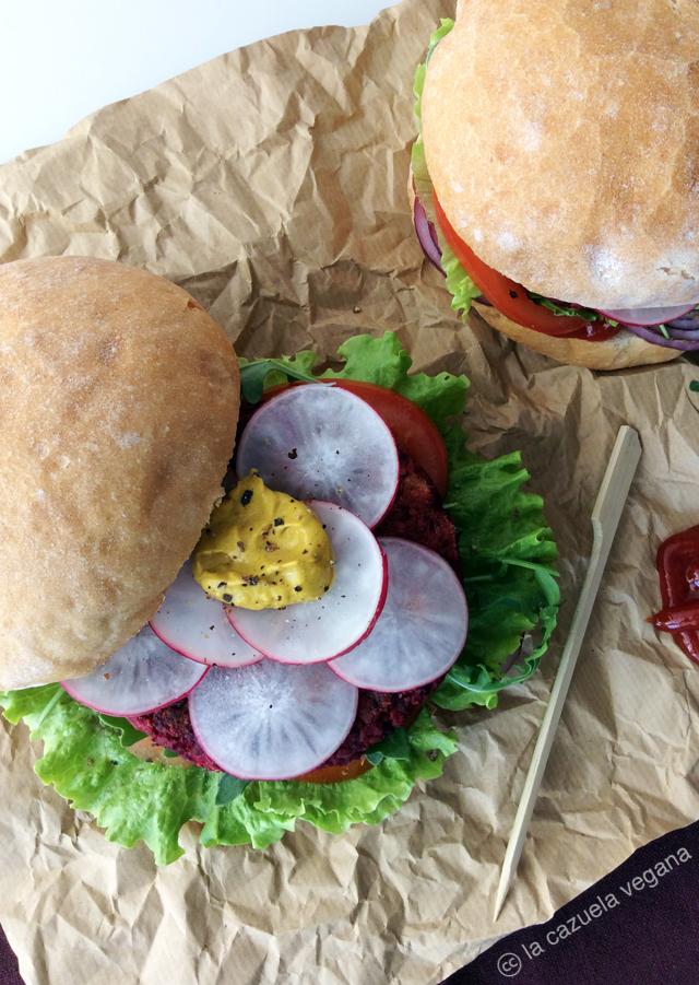 Hamburguesa de remolacha, alubias rojas y avena