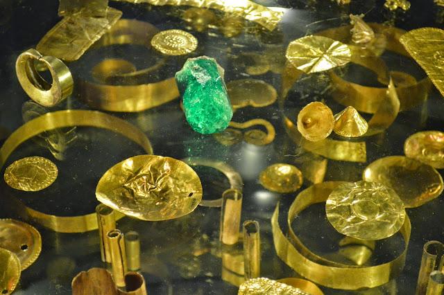 POR TIERRA POR LA TIERRA: Museo del Oro en Bogotá, Colombia
