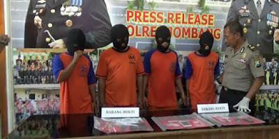 Polisi Ringkus Empat Orang Pengedar Sabu yang Beroperasi di Jombang