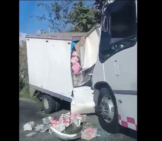 Ropa de caballero en camión
