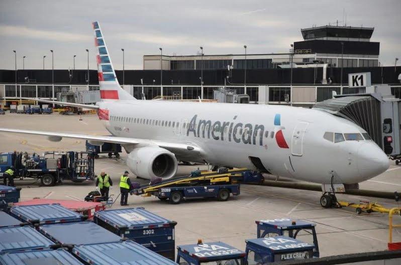 Feto trovato morto nel bagno di un aereo American Airlines.