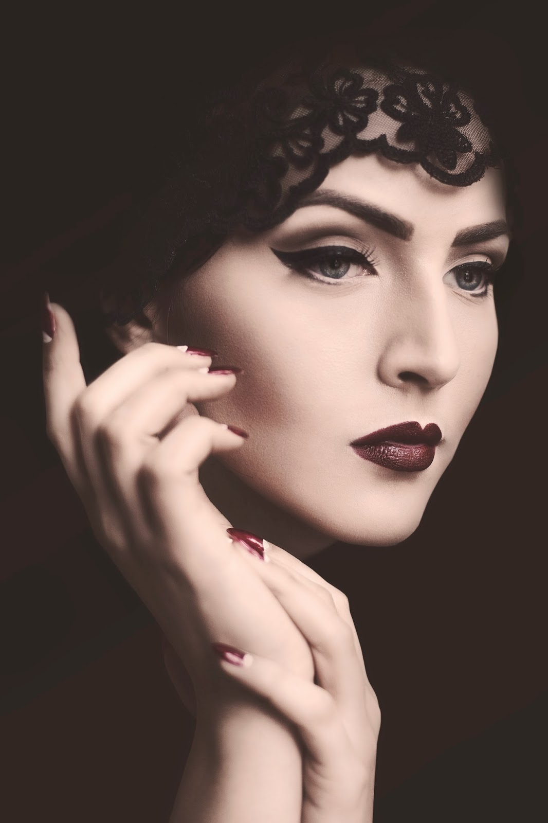 Idda Van Munster The Young Victoria No Makeup Look: Idda Van Munster: Dark 1920's Flapper Look By Nina And Muna