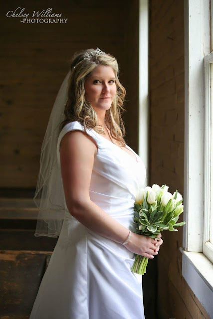 bride, wedding photoshoot, Tullips wedding bouquet