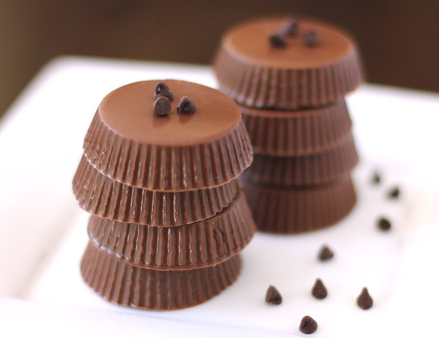 Like Reese's Peanut Butter Cups? Then you'll LOVE these healthy, yet deliciously addictive, Nutella Chocolate Candy Cups filled with Nutella instead of peanut butter! You better make extra, because these will disappear before you know it.