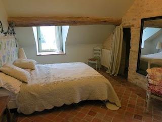 egyszerű tetőtéri szoba