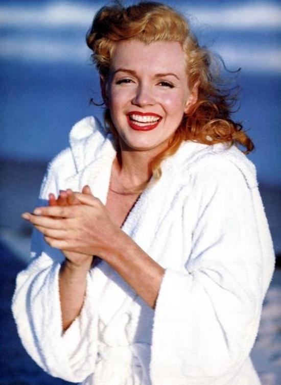Marilyn Monroe Living Room Decor: DRAGON: André De Dienes / Marilyn Monroe I