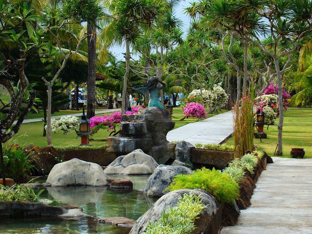 Изображение вида на территорию одного из отелей, Бали