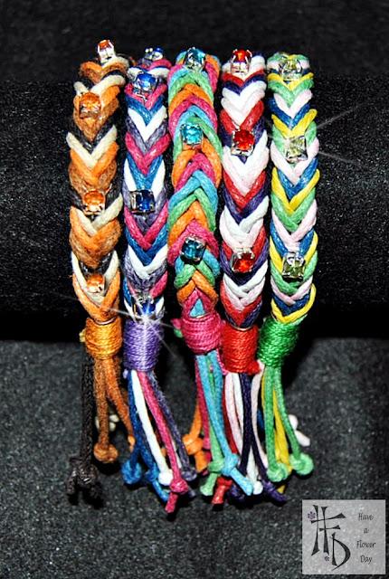 TRECCIA. Pulseras de cordón trenzado con rhinestones / Braided cord bracelets with rhinestones