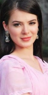 Urvashi Sharma hot, husband, movies, bikini, baby, instagram, sister, daughter, amma, wiki, biography