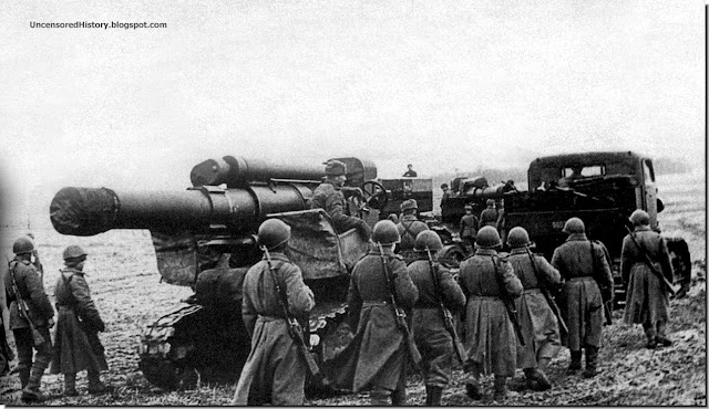 Red Army soldiers bring 280 mm Br 5 heavy gun East Prussia