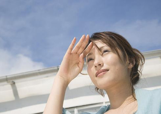 Có nên trị nám da mặt vào mùa hè?