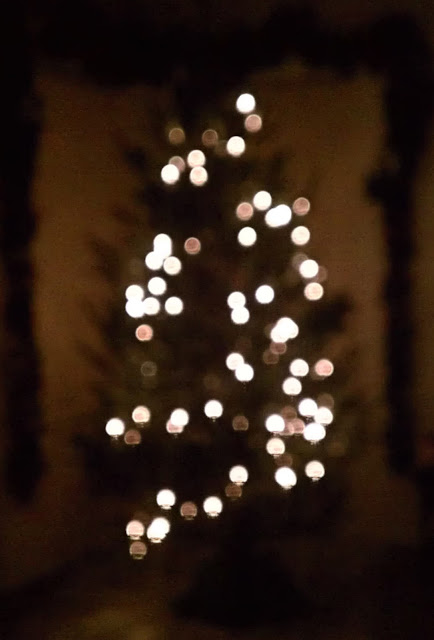 The Art Of Lighting A Christmas Tree Vertical Vs