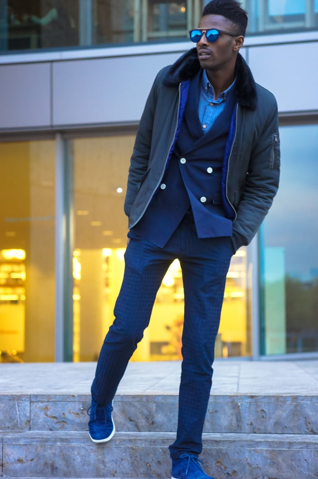 jonthegold blog x its true blog - navy blue looks style fashion as celebration for nationale dag van de communicatie in amsterdam near vapiano central station - ugg sneakers zara pants h&m blazer crisitano native youth coat ronaldo cr7 menswear fashion bloggers united