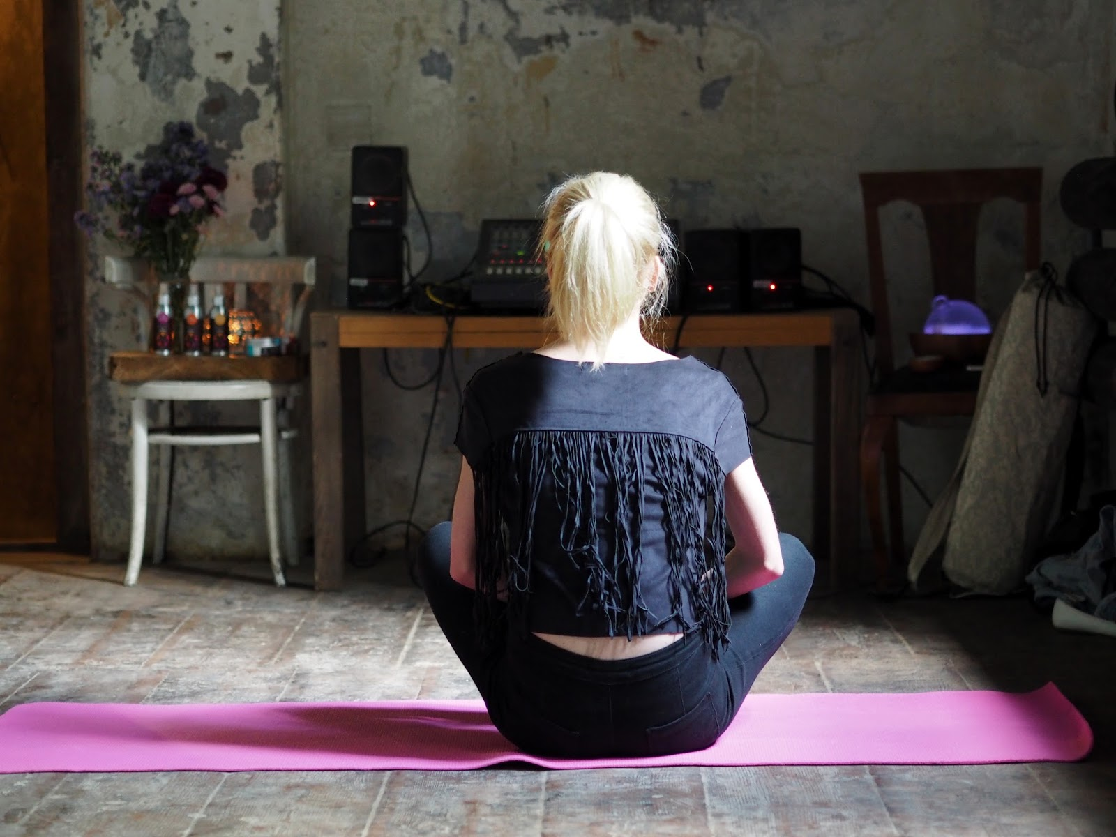 jóga praha lekce kavárna co hledá jméno