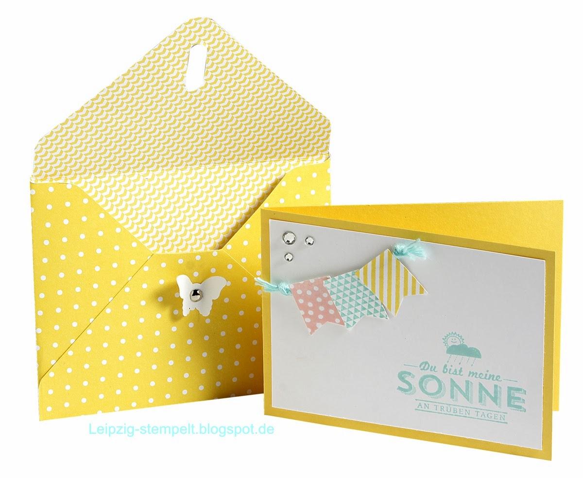 Minikarten mit Fähnchen
