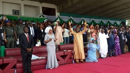See How a Governor Rolled on the Floor and Begged for Forgiveness (Photos)