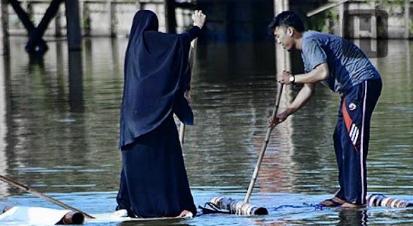 Jika Istrimu Punya Pėnghasilan Sėndiri, Bukan Bėrarti Sėparuh Tanggung Jawabmu Ada Padanya, Ingat Itu!