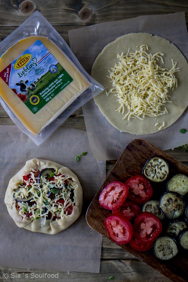 Galettes mit Auberginen, Tomaten und Käse