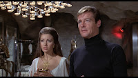 Roger Moore als James Bond in Live and let Die mit Jane Seymor