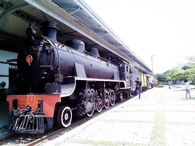 foto koleksi di museum kereta api ambarawa
