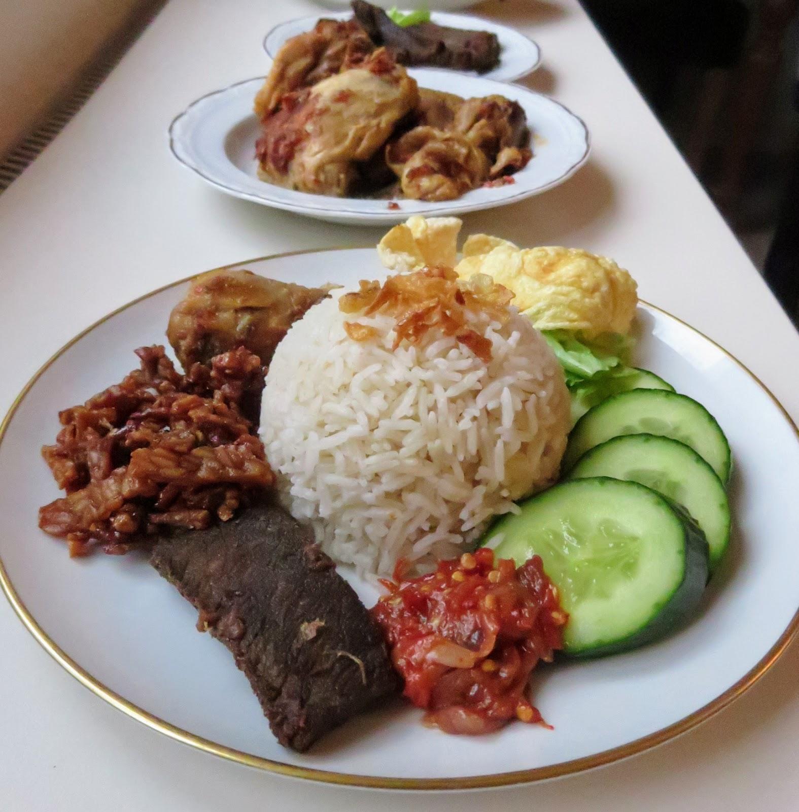 Beilage Nasi Uduk; Empal Daging, Würzig Getrocknetes Rindfleisch