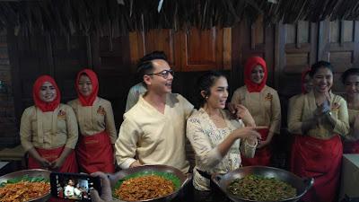 Andhika dan Ussy dalam launching Bakoel Ussy