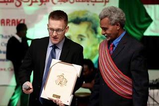 كندا تكرم ابو عركي البخيت بوشاح تقلده نيلسون مانديلا