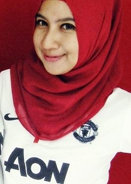 informasi halal cewek cewek cantik pakai jersey bola