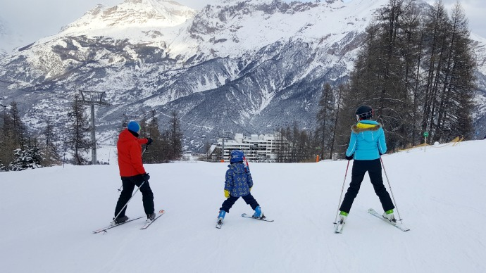 learning to ski, family ski holiday, snowbizz, puy st vincent