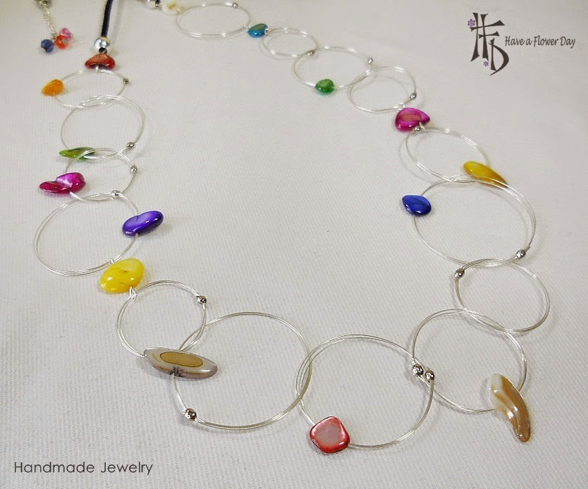 HOOPS. Collares con aros y nácar · Necklaces with hoops and mother of pearl