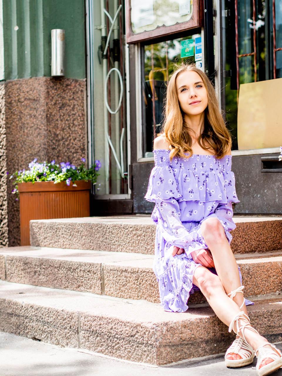 fashion-blogger-summer-dress-outfit-inspiration-florals-bikbok-kesämekko-kesämuoti-kukkamekko-muotiblogi-bloggaaja-helsinki-asuinspiraatio