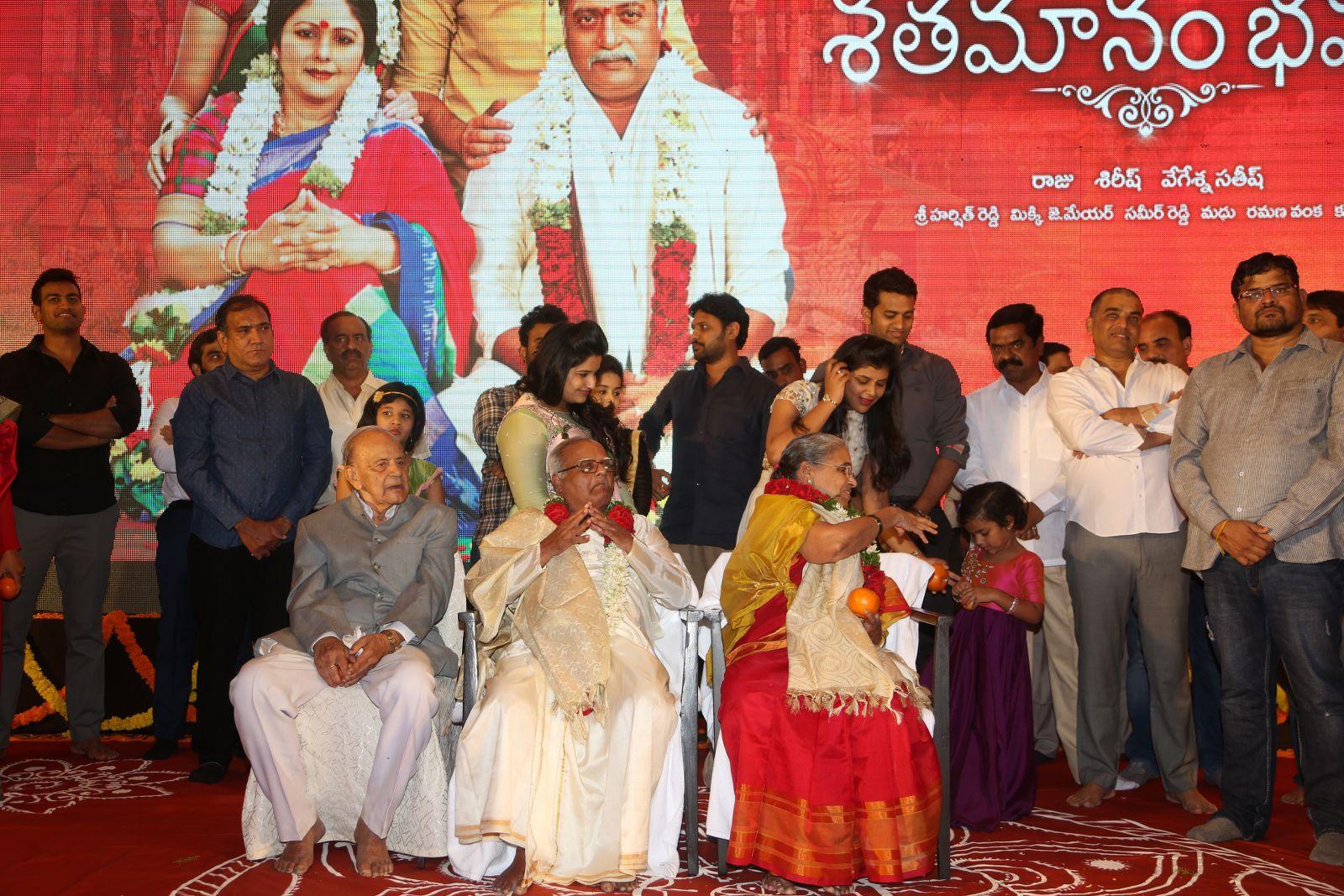 shatamanam bhavathi success meet-HQ-Photo-18