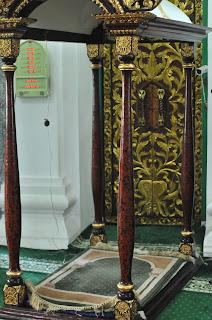 Tempat imam masjid agung palembang
