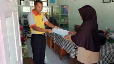 Berkunjung Ke TK Mardisiwi, Anggota Polsek Pituruh Menyerahan MoU