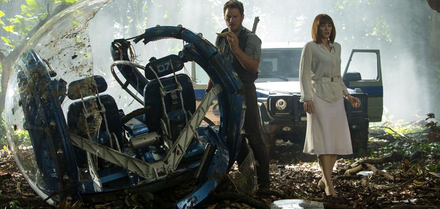 Chris Pratt şi Bryce Dallas Howard în filmul Jurassic World