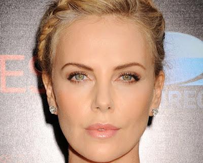 Блондинка с зелеными глазами Шарлиз Терон