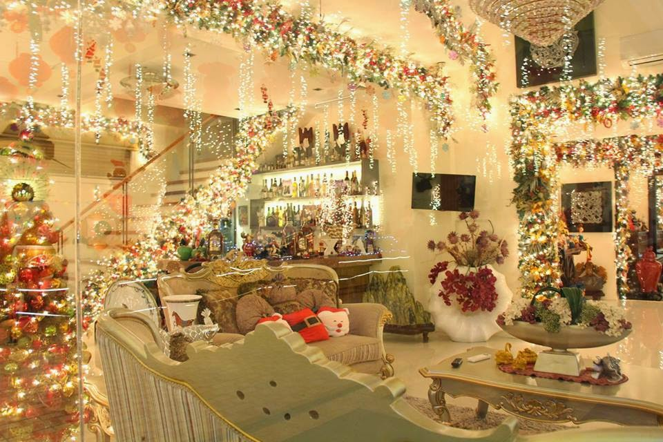 My metro lifestyle christmas house of lights - Christmas house decorations inside ...