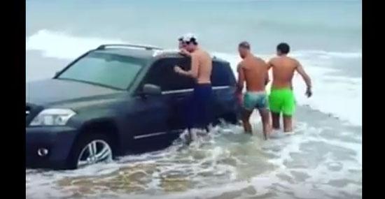 Mercedes ao mar - motorista esquece o freio de mão